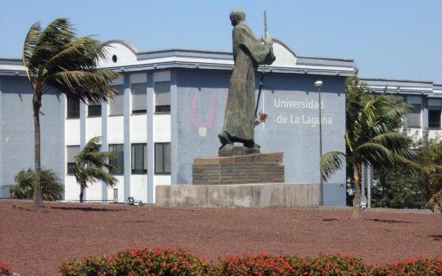 Отель La Trinidad вид на фасад