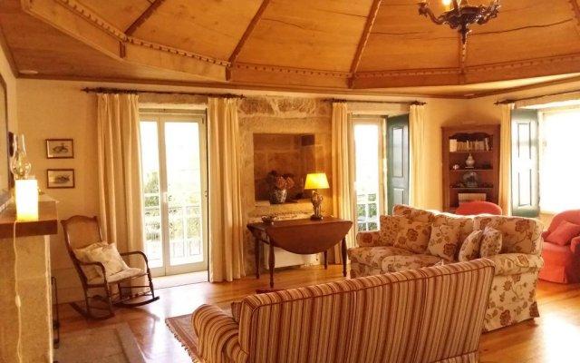 Отель Casa Da Capela De Cima Португалия, Армамар - отзывы, цены и фото номеров - забронировать отель Casa Da Capela De Cima онлайн комната для гостей