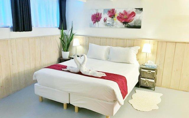 Отель Amsterdam At Home комната для гостей