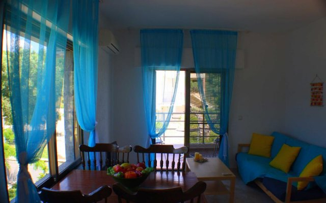 Отель Salonikiou Beach Deluxe Apartments Греция, Аристотелес - отзывы, цены и фото номеров - забронировать отель Salonikiou Beach Deluxe Apartments онлайн комната для гостей