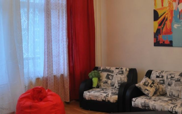 Гостиница MacHostel on Serafimovicha Street комната для гостей