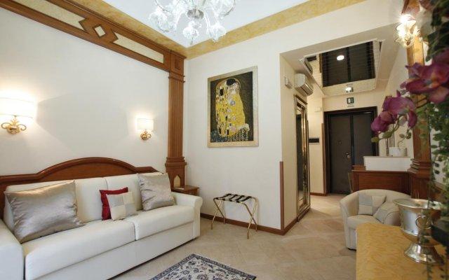 Отель Rome Imperial Crown комната для гостей