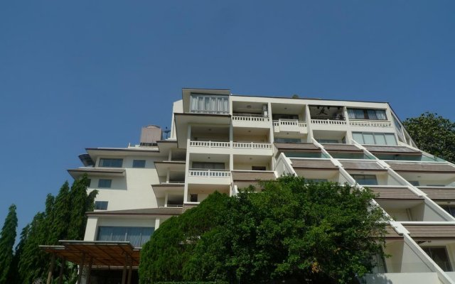 Отель The Green Golf Condominium вид на фасад