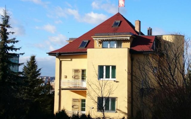 Отель Rainbow-Inn Prague вид на фасад