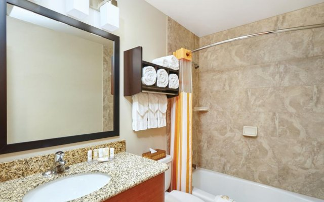 La Quinta Inn & Suites Chicago - Lake Shore 2