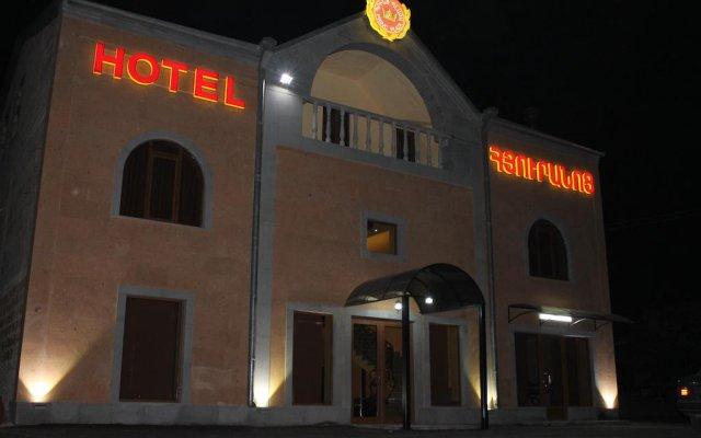 Princ Plaza Hotel вид на фасад