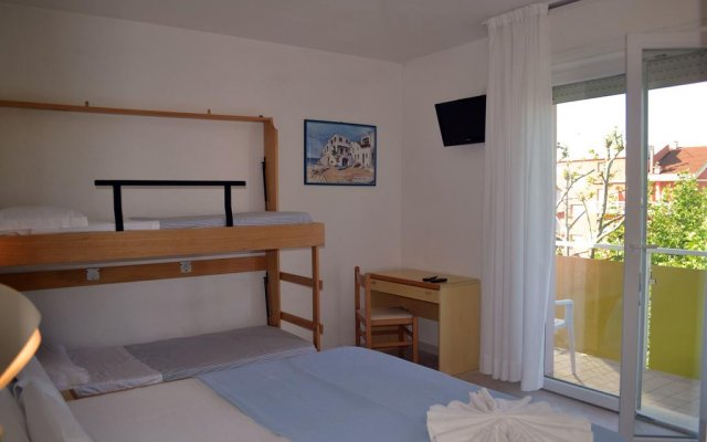 Отель Tre Rose Риччоне комната для гостей