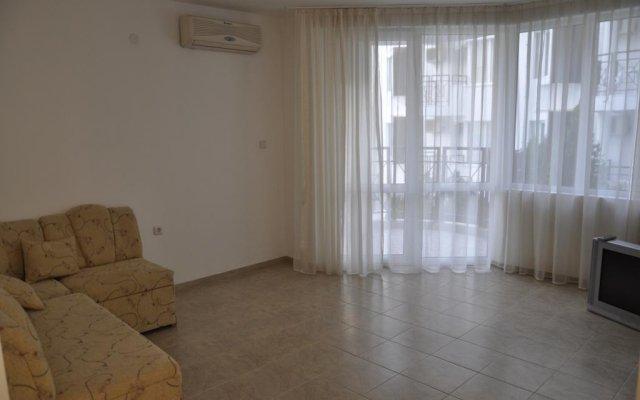 Отель Natalia Apartment in Vista Del Mar 2 Болгария, Свети Влас - отзывы, цены и фото номеров - забронировать отель Natalia Apartment in Vista Del Mar 2 онлайн комната для гостей