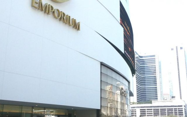 Отель Bed & Body Bangkok вид на фасад