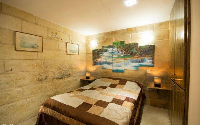 Отель La Grotta 23 комната для гостей