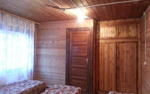 Гостиница Baza Otdyha Zhemchuzhina Kavkaza в Теберде отзывы, цены и фото номеров - забронировать гостиницу Baza Otdyha Zhemchuzhina Kavkaza онлайн Теберда комната для гостей