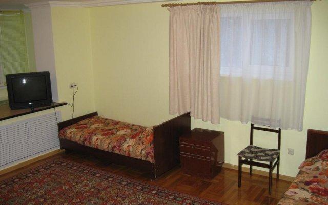Гостиница Apartaments on Shirokaya 36 в Кисловодске отзывы, цены и фото номеров - забронировать гостиницу Apartaments on Shirokaya 36 онлайн Кисловодск комната для гостей