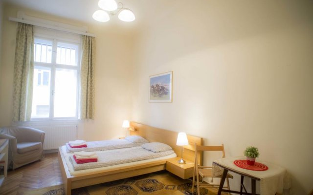 Апартаменты Apartment Charles Будапешт комната для гостей