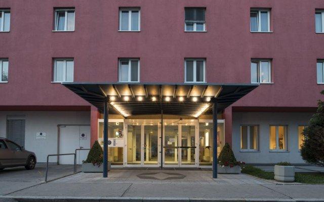 24hours Apartment Hotel вид на фасад