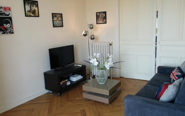 Отель HAPPY FEW - Le Grimaldi комната для гостей