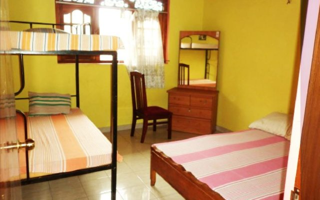 Monkey Beach Hostel @ Colombo Airport - Negombo комната для гостей