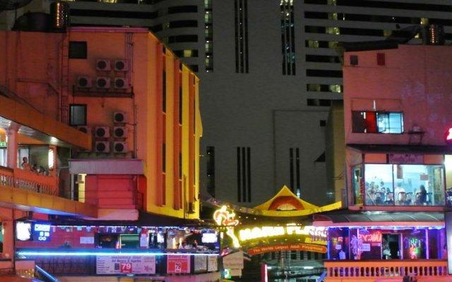 Отель Lucky Palace Бангкок вид на фасад