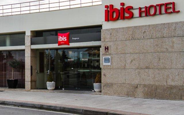 Отель ibis Braganca вид на фасад