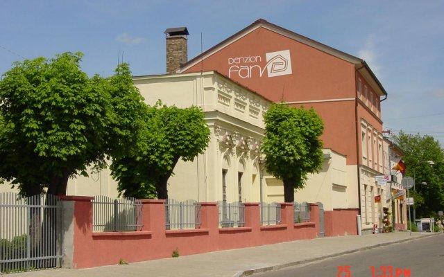 Отель Penzion Fan Чехия, Карловы Вары - 1 отзыв об отеле, цены и фото номеров - забронировать отель Penzion Fan онлайн вид на фасад