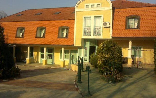 Отель Guest Accommodation Kordun Нови Сад вид на фасад