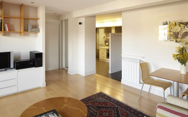Отель Araba Attic Apartment by FeelFree Rentals Испания, Сан-Себастьян - отзывы, цены и фото номеров - забронировать отель Araba Attic Apartment by FeelFree Rentals онлайн комната для гостей