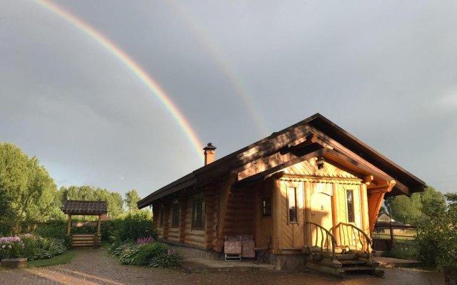 Дом на озере с конюшней