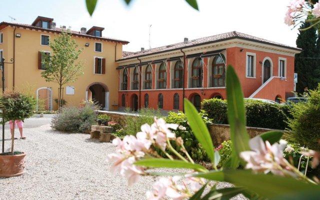 Отель Agriturismo La Filanda Манерба-дель-Гарда
