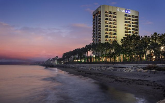 Отель Mersin HiltonSA пляж