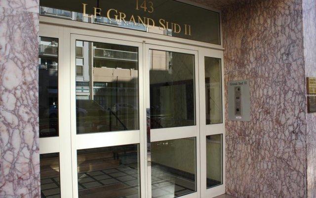 Отель Grand Sud вид на фасад