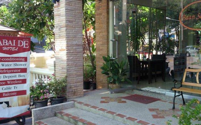 Отель Baan Sabai De вид на фасад