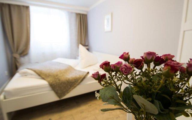 Отель Under The Charles Bridge 3bdr Loft Прага комната для гостей