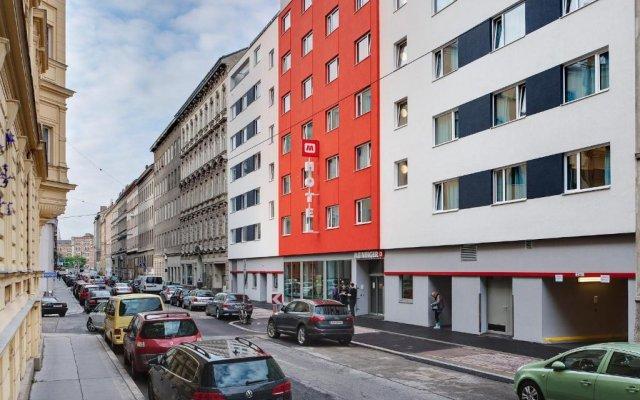 Отель MEININGER Hotel Wien Downtown Franz Австрия, Вена - 5 отзывов об отеле, цены и фото номеров - забронировать отель MEININGER Hotel Wien Downtown Franz онлайн вид на фасад