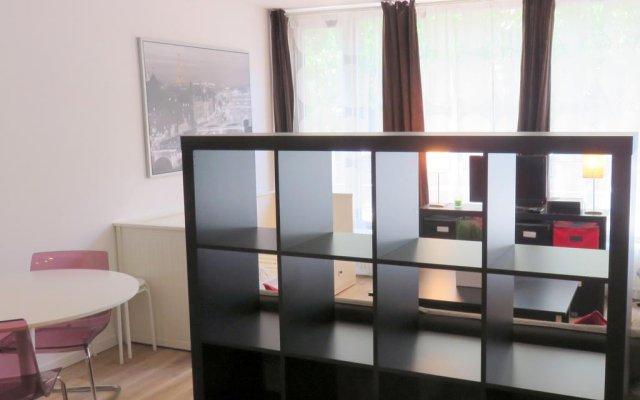 Апартаменты Brussels Louise Studio комната для гостей