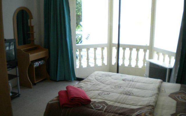 Отель Walkabout Guesthouse Паттайя комната для гостей