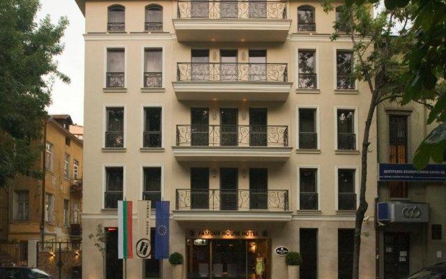 Отель Famous House вид на фасад