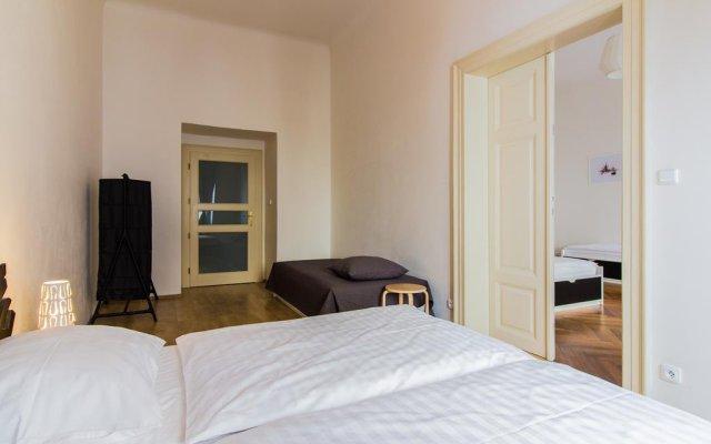 Отель Mighty Prague Apartments Чехия, Прага - отзывы, цены и фото номеров - забронировать отель Mighty Prague Apartments онлайн комната для гостей