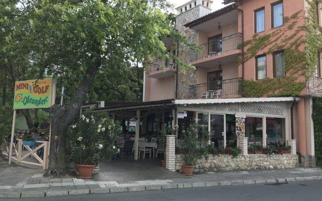 Отель Oleander House and Tennis Club вид на фасад