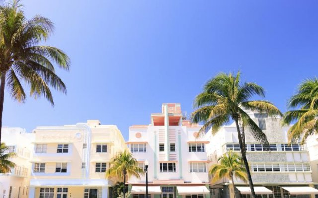 Posh South Beach Hostel A Group Hotel Collins Avenue Ping Area United States Of America Zenhotels