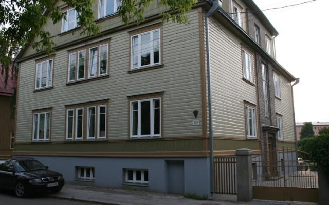 Апартаменты Apartment Near City Center вид на фасад