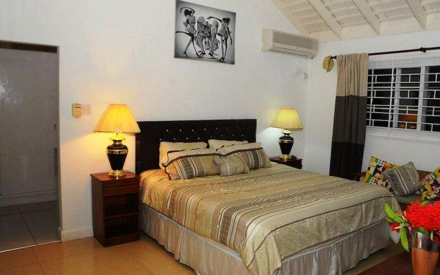 Отель Villa Patiently Waiting комната для гостей