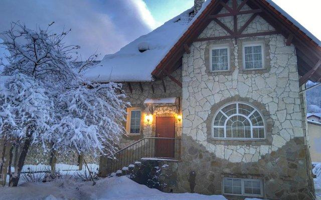 Гостиница Snow Village Krasnaya Polyana вид на фасад