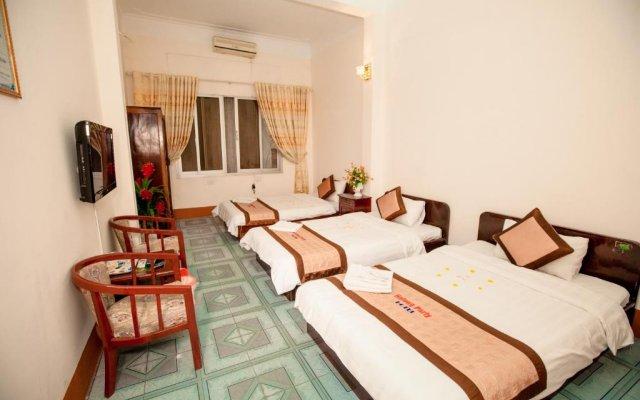 Halong Party Hotel комната для гостей