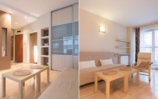 Апартаменты Bizzi LuxChelmska Apartments Варшава комната для гостей