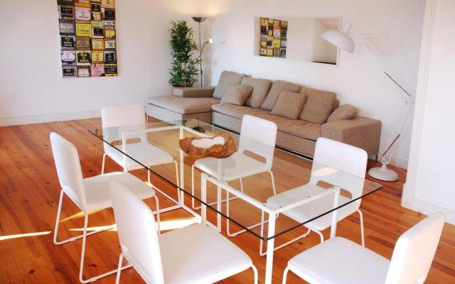 Отель Lisbon Inside Connect - Bairro Alto Apartments Португалия, Лиссабон - отзывы, цены и фото номеров - забронировать отель Lisbon Inside Connect - Bairro Alto Apartments онлайн комната для гостей