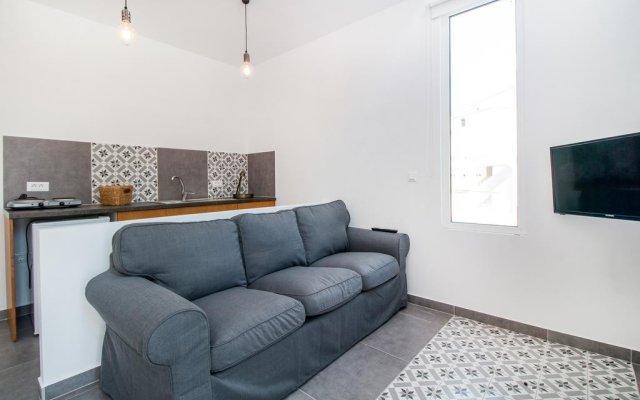 Отель Alexander Studios & Suites - Adults Only комната для гостей