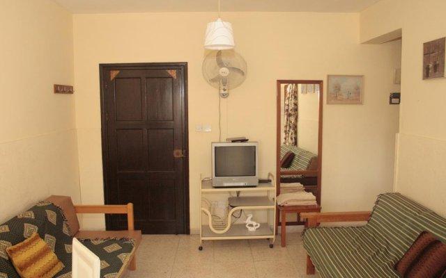 Отель Cinderella Flats комната для гостей