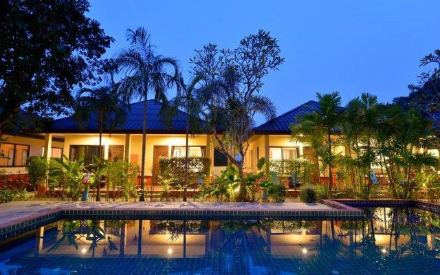 Отель Happy Cottages Phuket бассейн