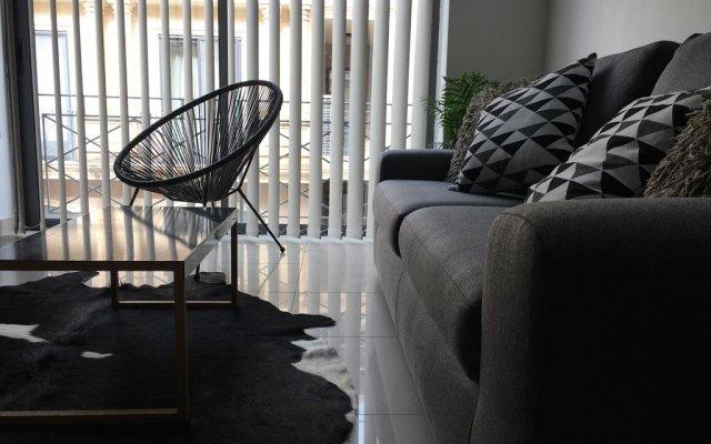 Апартаменты Simons Apartments Слима комната для гостей