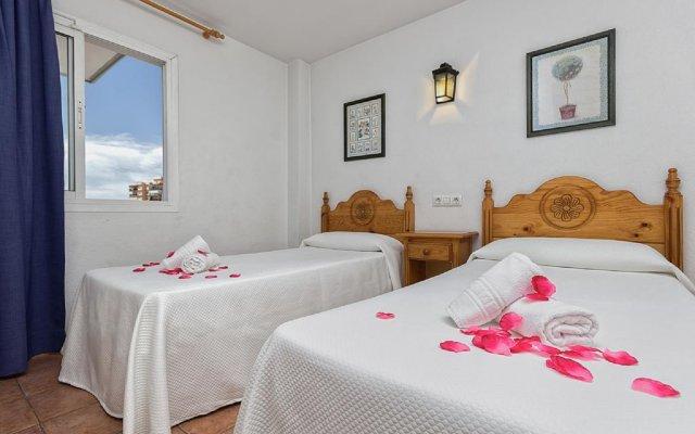 Отель Apartamentos Embajador Испания, Фуэнхирола - отзывы, цены и фото номеров - забронировать отель Apartamentos Embajador онлайн комната для гостей
