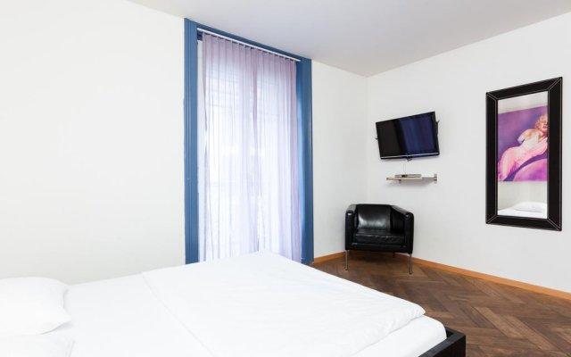 Апартаменты Swiss Star Apartments West End комната для гостей